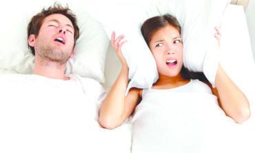 صوت الشخير المرتفع يسبب ارتفاع ضغط الدم لدى الشريك