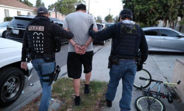 «آيس» تعلّق جزئياً اعتقال وترحيل المهاجرين غير الشرعيين بسبب كورونا