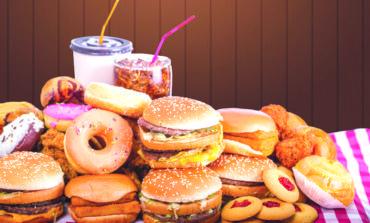 أطعمة ومشروبات تضعف جهازك المناعي