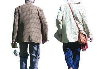 المشي 2,100 خطوة يومياً يطيل عمر المسنين