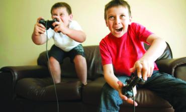 ألعاب الفيديو تهدد الأطفال بالسمنة  في سن المراهقة