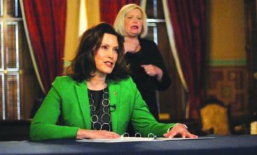 حاكمة ميشيغن تمدّد أمر «البقاء في المنازل» حتى نهاية أبريل .. وتفرض قيوداً جديدة على المتاجر