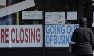 الولايات المتحدة تفتح اقتصادها تدريجياً رغم تحذيرات الخبراء .. والديمقراطيون يقترحون خطة إنقاذية جديدة بأكثر من 3 تريليون دولار