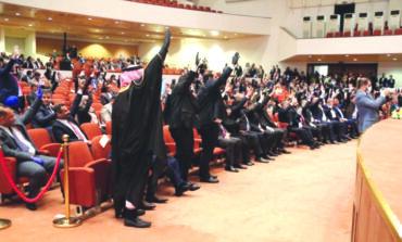 العراق: حكومة الكاظمي تولد غير مكتملة .. بمباركة أميركية إيرانية