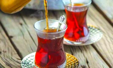 شرب الكثير من الشاي خلال العزل المنزلي يضرّ بالصحة