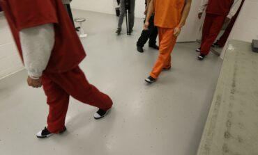 دعوى جماعية تطالب بالإفراج  عن المهاجرين المحتجزين  في سجن مقاطعة كالهون