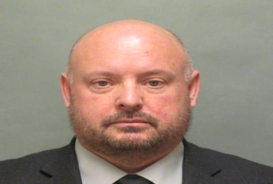 طبيب سابق في سجن مقاطعة ماكومب يواجه اتهامات بالاعتداء الجنسي على ثلاث سجينات