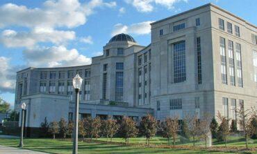 مجلس ميشيغن التشريعي يطالب المحكمة العليا في الولاية بالتدخل لفضّ النزاع الدستوري مع الحاكمة حول تمديد حالة الطوارئ