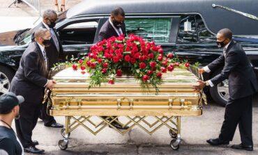 جورج فلويد مات اختناقاً .. وعناصر الشرطة المتورطون في مقتله يواجهون تهماً مشددة