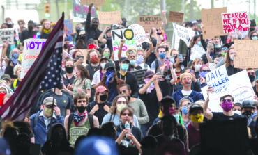 الاحتجاجات ضد مقتل فلويد تتواصل في ميشيغن .. وأعمال الشغب محدودة