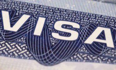 ترامب يعلّق إصدار تأشيرات العمل وبطاقات الإقامة الدائمة حتى نهاية العام