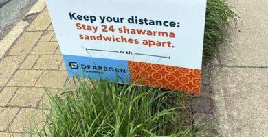 ديربورن تزيل لافتات تسويقية «غير حسّاسة» تجاه العرب الأميركيين:  حافظوا على مسافة «12 سندويش شاورما»!