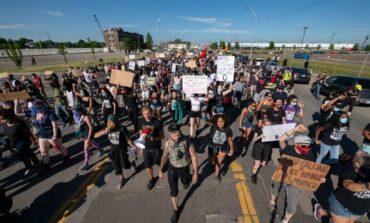 مسيرات ديترويت مستمرة .. ودعوات لطرد قائد الشرطة!
