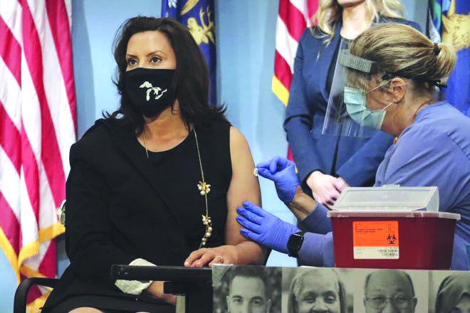حاكمة ميشيغن تستبعد تخفيف إجراءات العزل .. وتحثّ جميع سكان الولاية على تلقّي لقاح الإنفلونزا الموسمية