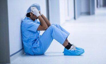 حاكمة ميشيغن تستخدم الفيتو ضد منح الحصانة القانونية للعاملين في المجال الصحي