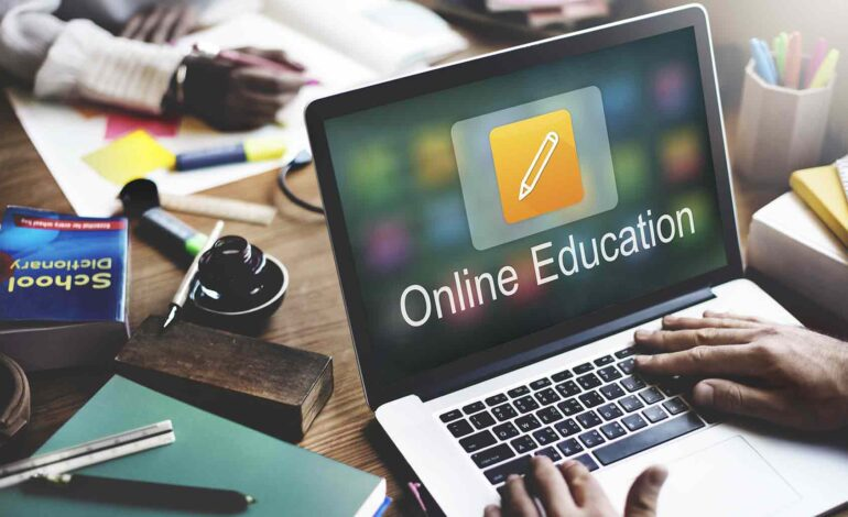 مدارس كريستوود في ديربورن هايتس تعتمد التعليم عبر الإنترنت مع بداية العام الدراسي الجديد