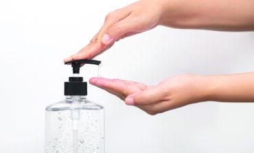 FDA تحذّر من استخدام نحو 100 معقم يدين