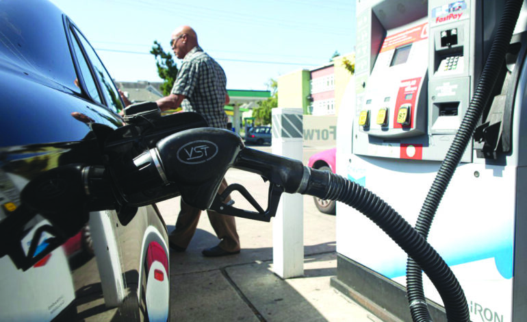 حاكم كاليفورنيا يحظر مبيعات السيارات الجديدة التي تعمل بالوقود بعد العام 2035