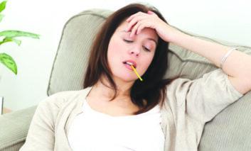 كيف تميز بين كورونا والإنفلونزا ونزلة برد