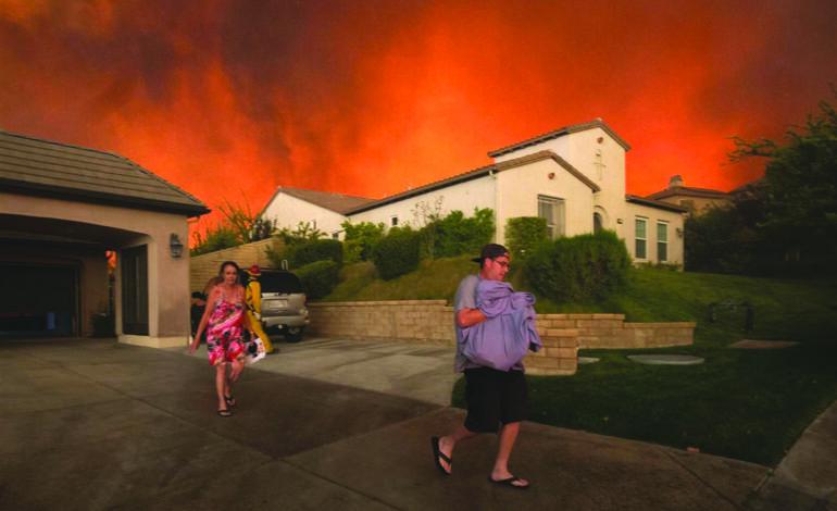 الحرائق تلتهم ولايات الساحل الغربي