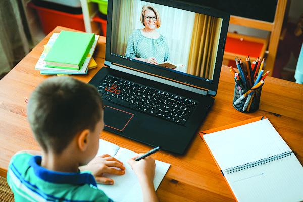 على وقع كورونا .. مدارس ديربورن تمدد خطة التعليم عبر الإنترنت حتى منتصف أكتوبر