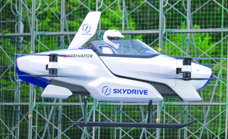 تجربة أول سيارة طائرة في العالم