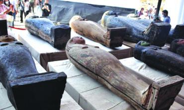 اكتشاف عشرات التوابيت الأثرية في مصر