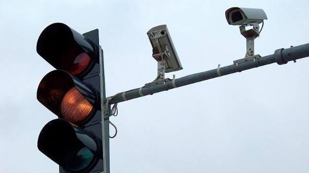 ديترويت تخطط لتركيب مئات الكاميرات الجديدة فوق إشارات المرور في المدينة .. رغم مخاوف الحقوقيين