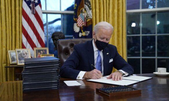 أبرز قرارات البيت الأبيض خلال الأسبوع الأول من رئاسة بايدن