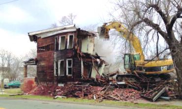 داغن يعلن عن استئناف برنامج إزالة المنازل المهجورة في ديترويت