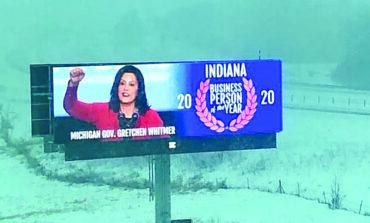 لوحة إعلانية جديدة في ولاية إنديانا  تسخر من حاكمة ميشيغن