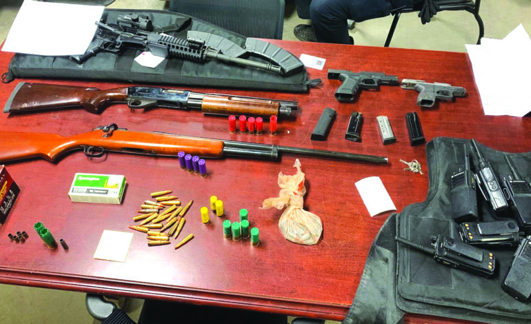 شرطة تصادر أسلحة وذخائر بمساعدة نظام استشعار متطور