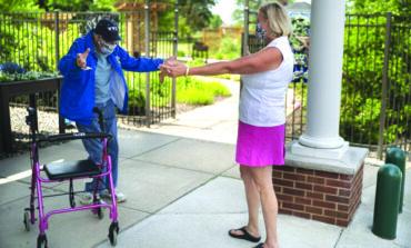 حكومة ميشيغن تسمح باستئناف الزيارات لمراكز رعاية المسنين