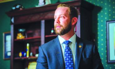 تعيين عضو مجلس مفوضي مقاطعة وين ديفيد كنيزيك نائباً لوزيرة الصحة في ميشيغن