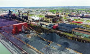 أنصار البيئة يلوّحون بمقاضاة مصنع الصلب في ديربورن بدعوى انتهاك قانون الهواء النظيف