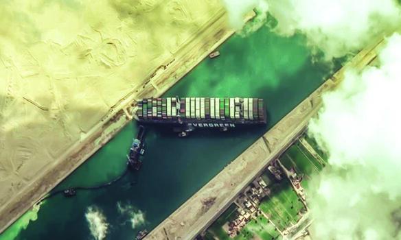 مصر تعيد الحياة إلى التجارة العالمية بإنجاز تقني جنوح سفينة «أڤرغرين» يضيء على الأهمية الاستراتيجية لقناة السويس