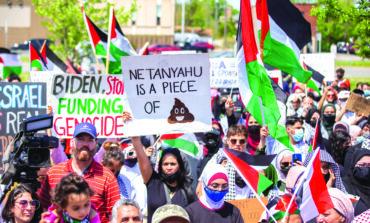 ديربورن تستقبل بايدن بضغوط رسمية واحتجاجات شعبية