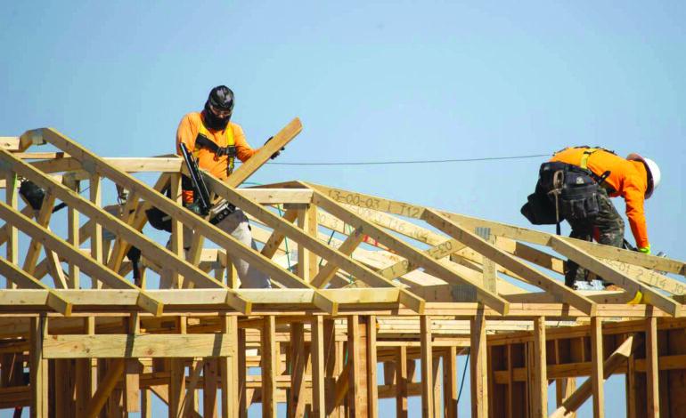 نقص الأخشاب يفاقم من ارتفاع أسعار المنازل في ميشيغن