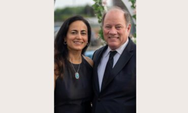 رئيس بلدية ديترويت يعلن خطوبته من طبيبة عربية أميركية