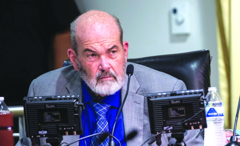 رداً على التساؤلات حول غيابه عن المشهد العام في المدينة .. رئيس بلدية ديربورن يقرّ بمواجهة مشاكل صحية لم يحددها