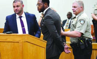 اتهام النائب جونز بمحاولة الفرار من السجن بعد اعتقاله في المحكمة