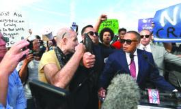 متظاهرون غاضبون يمنعون كريغ من إطلاق حملته الانتخابية لمنصب حاكم ولاية ميشيغن