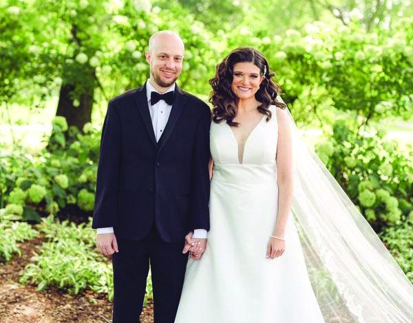 نائبة أميركية عن ميشيغن تعقد قرانها في حفل زفاف صغير